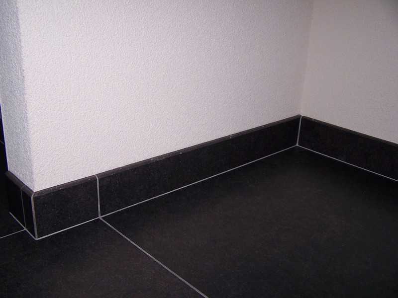 Plinten - Decovloer Rotterdam een begrip in vloertegels sinds 1987
